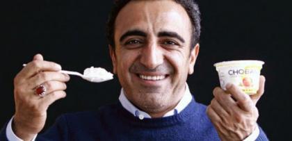 Milyarder Türk işadamına yoğurtlu şok!