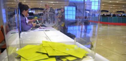 Düsseldorf Konsolosluğu'nda CHP'li temsilciden oy terbiyesizliği
