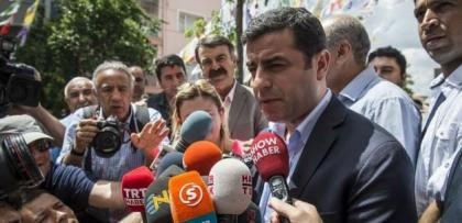 "Demirtaş'tan MHP'ye: ""HDP size ŞEREF kazandırır"""