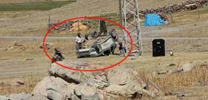 Erzurum'da karakolu taradılar.. Otomobille kaçarken takla atıp geberdiler..