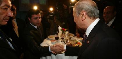 Yemin krizinde MHP'den iğrenç tavır.. CHP ve HDP ile el ele