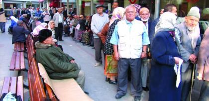 Emekliye 1 yılı ödemesiz maaşının 10 katı faizsiz kredi - Ak Parti