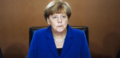 """Merkel'in kulağına """"İLİŞKİLERİ YUMUŞAT TAKTİĞİ"""" fısıldandı"""