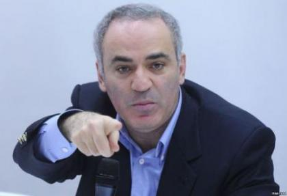 kasparov: putin rusya'ya zarar veriyor