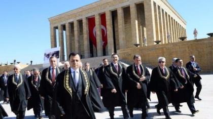 """Anayasa Mahkemesi'ne vatandaştan """"Apo piçine af"""" sorusu!"""