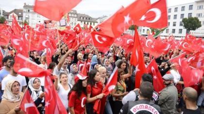 Gurbetçi Türkler, Almanya'yı soykırım yalanı için sallıyor