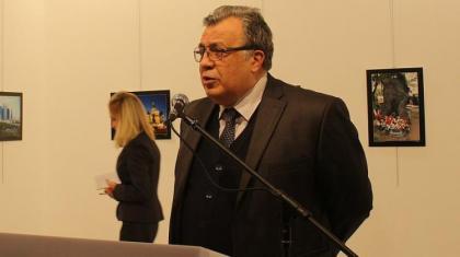 Rus Büyükelçisi, suikast ile öldürüldü