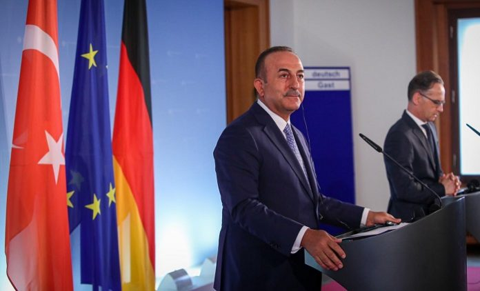 Bakan Çavuşoğlu bastırdı, Almanya kıvırdıkça kıvırdı